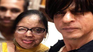 Photo of SRK sends 'love' to acid attack survivor Anupama on her marriage