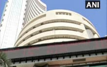 Sensex falls by 216 points, IT and banking stocks drag