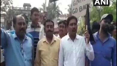 Photo of WB Governor shown black flags by TMC workers in Murshidabad