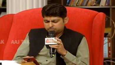 Photo of Varun Grover at Sahitya AajTak criticized media's debate topics