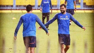 Photo of Kohli accuses MSD of stealing doubles from fielders at boundary