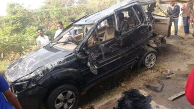 Photo of Two students die, four hurt as their speeding SUV overturns