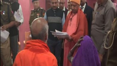 Photo of UP: Adityanath holds Janta Darbar, addresses people's grievances