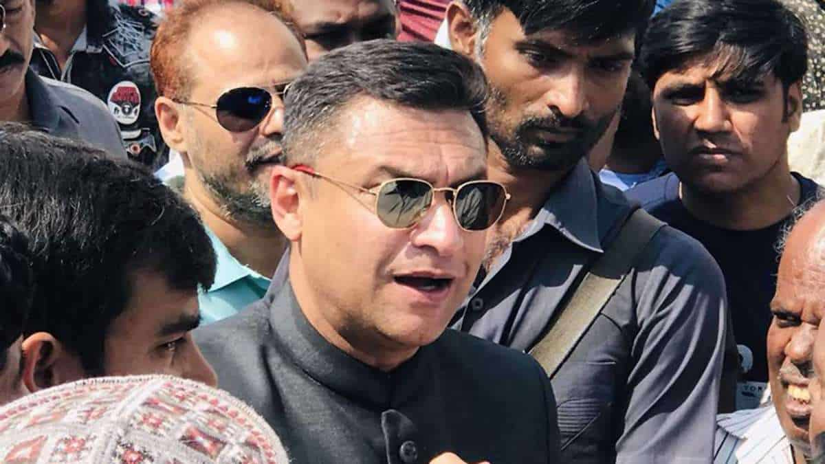 Hyd court directs police to register case against Akbar Owaisi
