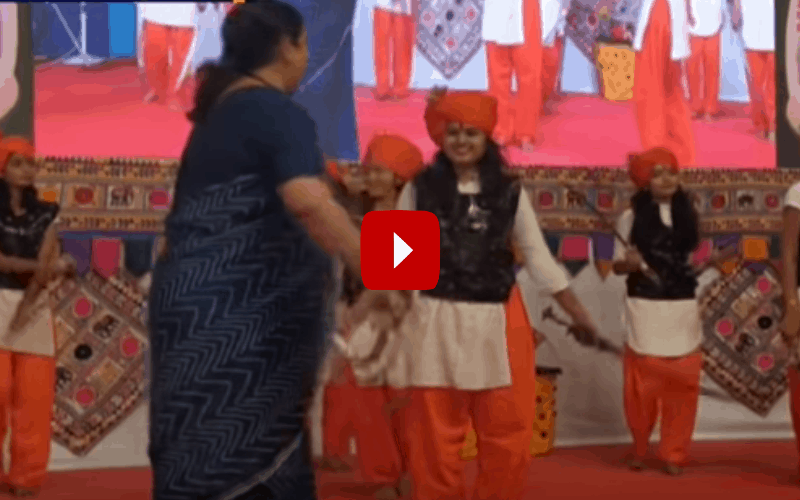 Smriti Irani performs 'Talwar Raas' at function