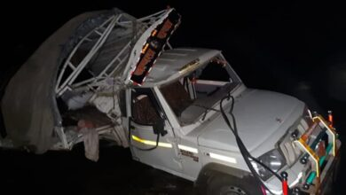 Photo of Maha: 7 dead, 20 injured after vehicle falls off bridge in Dhule