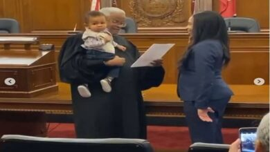 Photo of Mom takes oath to become lawyer while judge holds her baby
