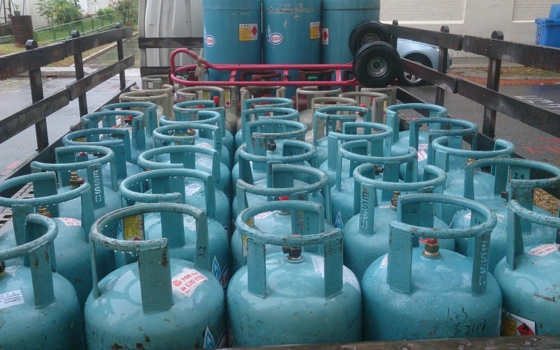 Truck with LPG cylinders catches fire, 1 killed