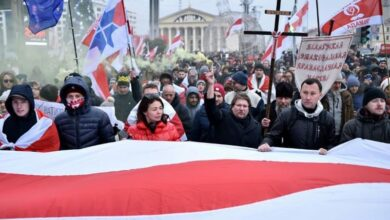 Photo of Belarus crowds rally against closer Russia ties