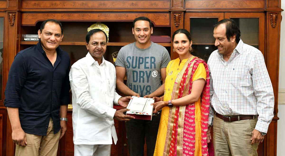 Sania Mirza inviting KCR for her sister's wedding