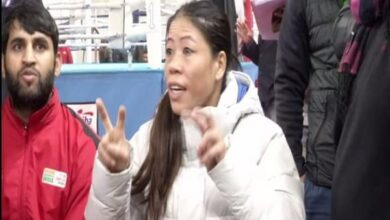 Photo of Mary Kom snubs Nikhat Zareen, refuses to shake hands after bout