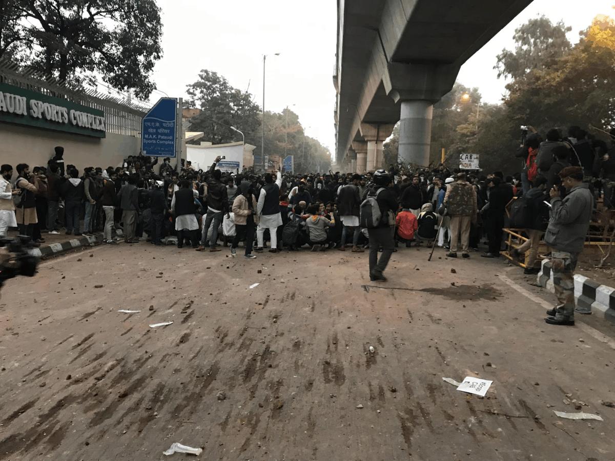 नागरिकता बिल के खिलाफ जामिया के छात्रों ने किया प्रदर्शन, पुलिस ने चलाई लाठियां 3