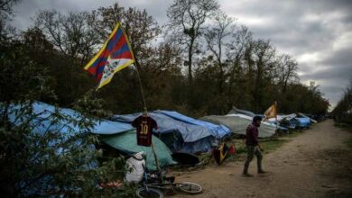 Photo of French police clear 600 Tibetan migrants from camp outside Paris