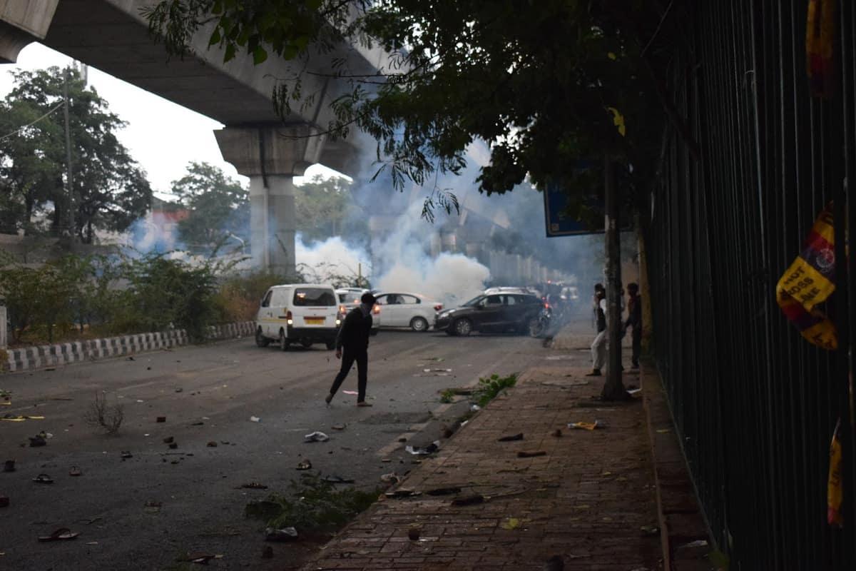 नागरिकता बिल के खिलाफ जामिया के छात्रों ने किया प्रदर्शन, पुलिस ने चलाई लाठियां 4