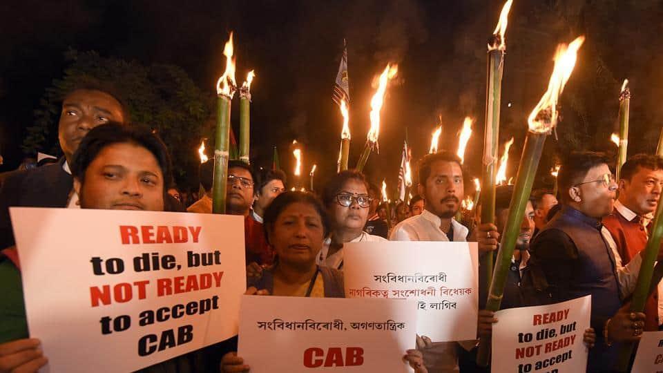 असम में नागरिकता संशोधन बिल के खिलाफ सड़कों पर उतरे लोग, हो रहा विरोध-प्रदर्शन 2