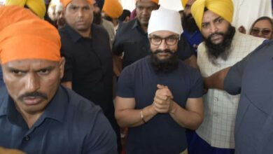 Photo of Aamir Khan pays obeisance at Golden Temple