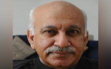 MJ Akbar forcibly tried to kiss me: Journalist recounts incident