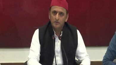 Photo of Akhilesh tears into Centre over NRC, people keep protest peace