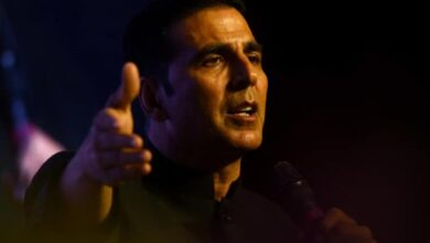 Photo of Akshay 'liked' Jamia protest, then says 'accidentally' tweeted