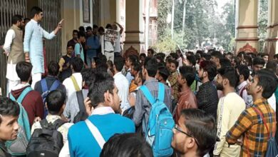 Photo of BHU students resume protest against Muslim Prof's appointment