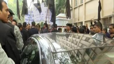 Photo of Governor Dhankar greeted with black flags at Jadavpur University