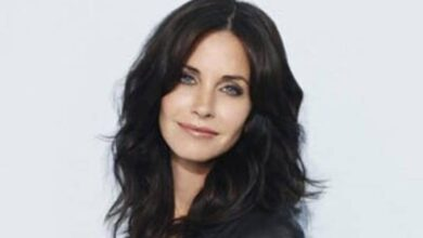 Photo of Courteney Cox flaunts her piano skills