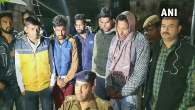 Photo of UP Police busts 'solver gang' which hired people to write exams