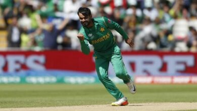 Photo of Mohammad Hafeez banned from bowling in ECB competitions
