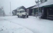 Himachal Pradesh: Snowfalls causes road blockade in Kinnaur