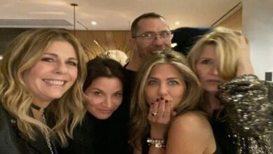 Photo of Jennifer Aniston shares holiday picture with Rita Wilson