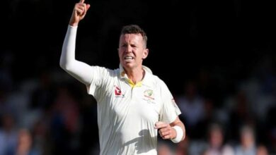 Photo of Smith, Warner congratulate Siddle for outstanding career