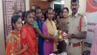 Photo of AP: College students felicitate police hailing TS encounter