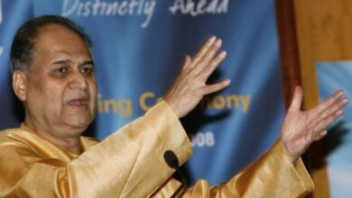 Photo of Twitterati hails industrialist Bajaj for questioning Shah