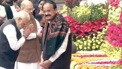 Photo of VP, PM pay floral tributes to those killed in Parliament attack