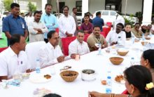KCR has lunch with TSRTC employees