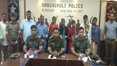 Photo of 5 Naxals surrendered before police in Gadchiroli