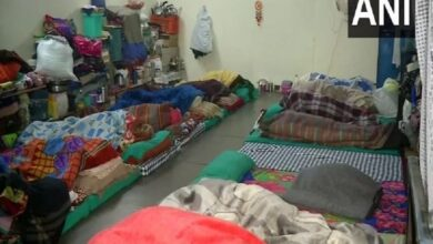 Photo of Temperature dips, people take refuge at shelter homes in Delhi