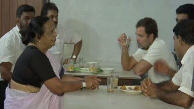 Photo of Rahul bonds with locals over tea, pakoda in Wayanad