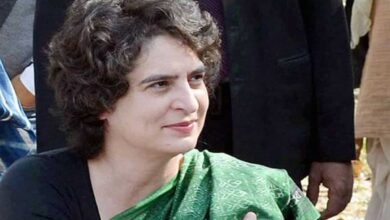 Photo of Priyanka Gandhi reaches AIIMS to meet injured JNU students