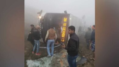 Photo of 2 dead, 16 injured in UP bus mishap