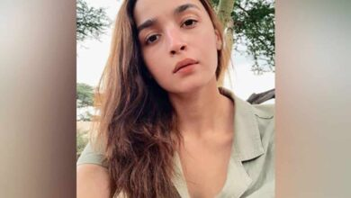 Photo of Alia Bhatt pens down note for fans