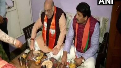 Photo of Amit Shah, Manoj Tiwari have meal at BJP worker's residence
