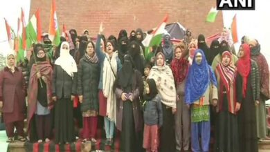 Photo of Women continue to hold protest against CAA, NRC in Ghanta Ghar