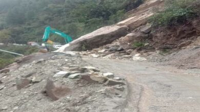Photo of Traffic stopped on Rishikesh-Badrinath NH due to landslide
