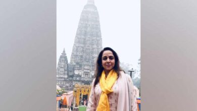 Photo of Hema Malini visits Buddha temple in Gaya
