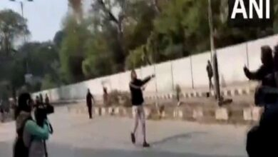 Photo of Man brandishes gun in Jamia area, detained