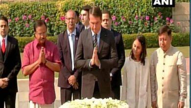 Photo of Brazil President Bolsonaro pays floral tribute to Mahatma Gandhi