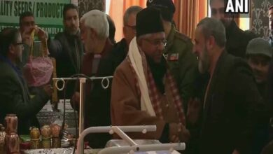 Photo of J-K: Ravi Shankar interacts with locals, launches Baramulla logo