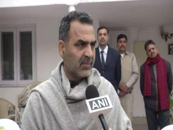 Kejriwal won't allow filing charge sheet against Sharjeel Imam