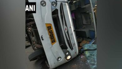 Photo of Naraina: Driver arrested after his vehicle rams into school bus